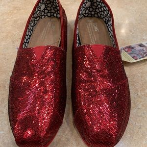 ♠️NWT Toms Red Glitter Shoes❤️